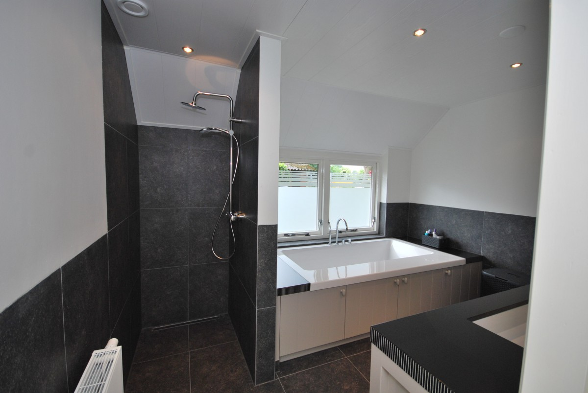 Landelijke badkamer markelo keukenhof - Moderne design badkamer ...
