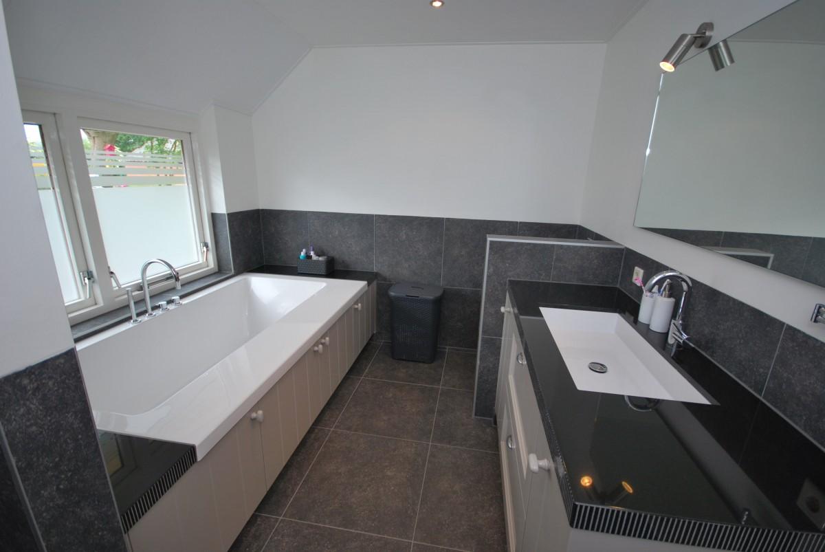 Badkamer keuken bolsward keuken badkamer landelijke for Geenen interieur
