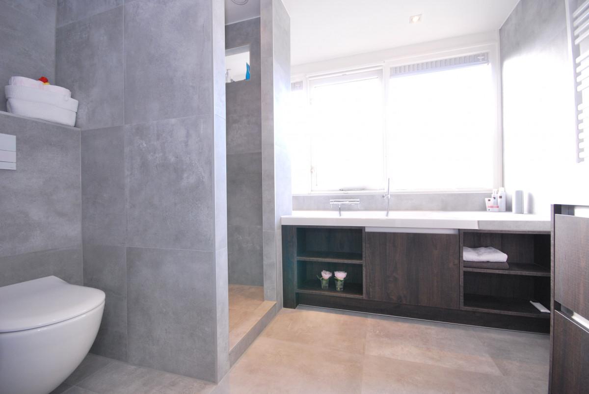 http://keukenhof-keuken-badkamer-haarden.nl/wp-content/gallery/badkamer-markelo-1/keukenhof-van-holten-twente-badkamer-modern-1.JPG