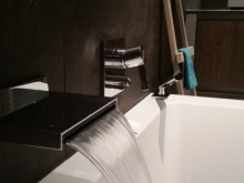 badkamer-keukenhofvanholten waterval-kraan.jpg