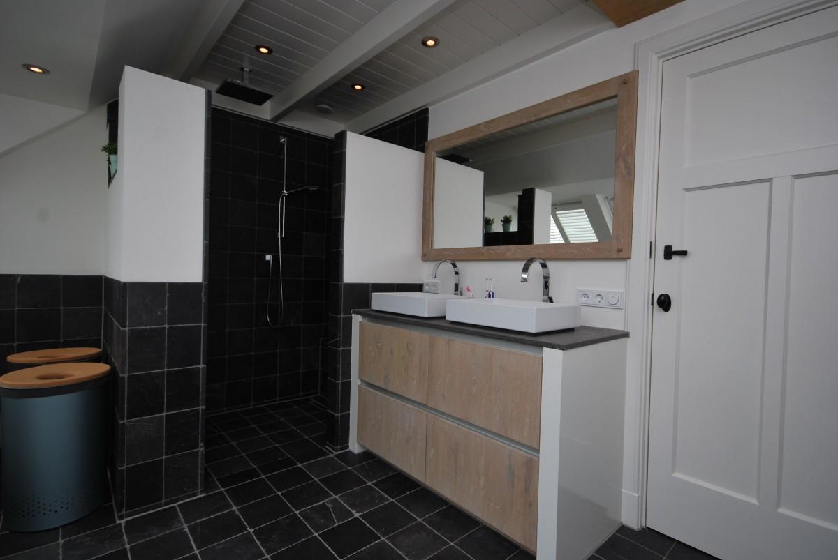 http://keukenhof-keuken-badkamer-haarden.nl/wp-content/gallery/badkamer-weekhout-boomans/landelijke-badkamer-rijssen-almelo-maatwerk-5.JPG