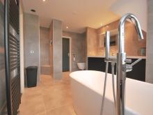 badkamer-keukenhof-van-holten-en-twente-modern-vrijstaandbad-maatwerk-9