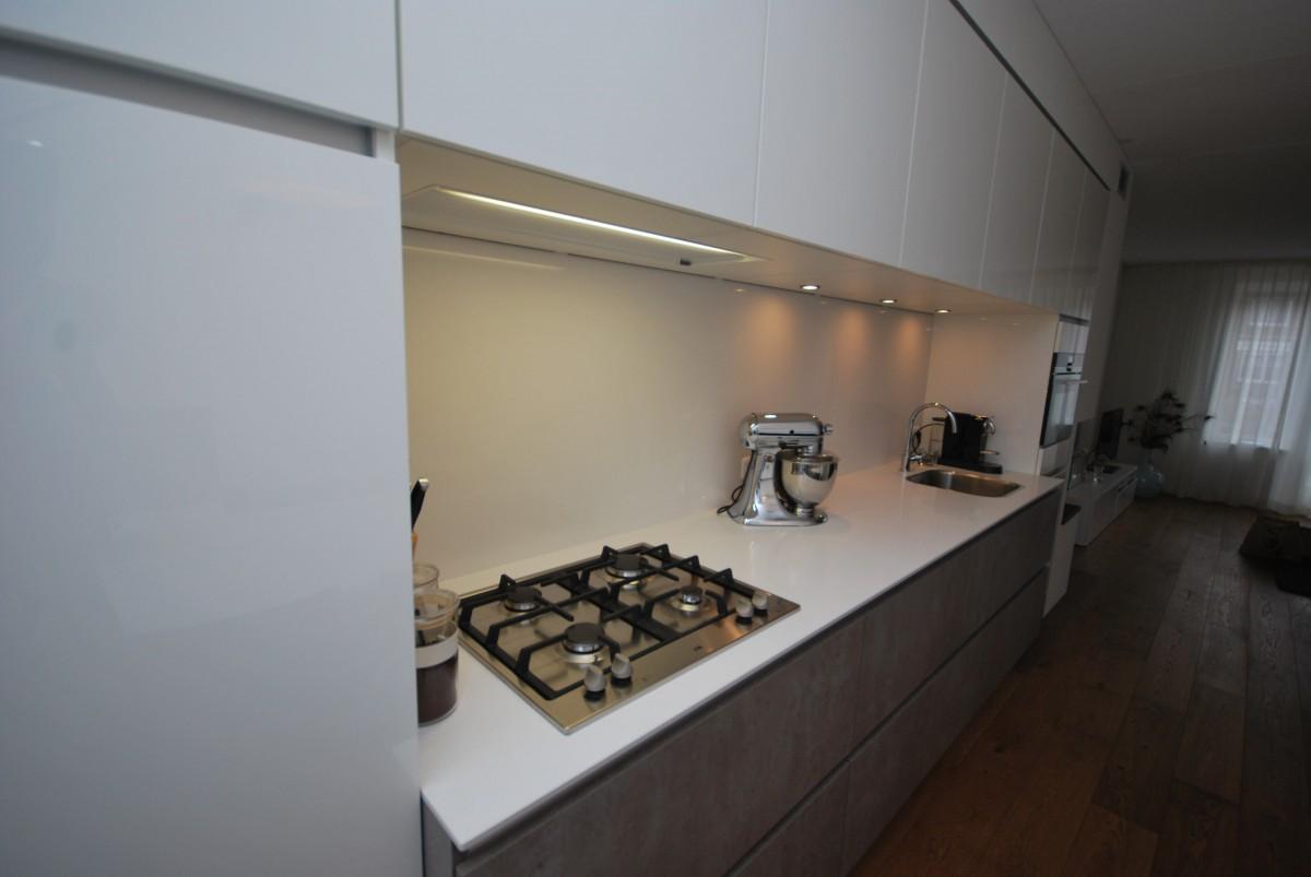 Moderne woonkeuken rijssen keukenhof for Modern keukenhout