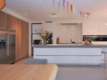 keukenhof-van-holten-keuken-woonkeuken-maatwerk-design-eiken-modern-corian-2