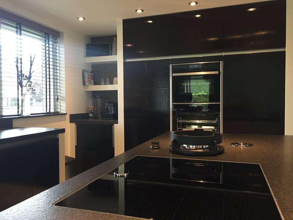 Handgeschilderde woonkeuken goor keukenhof for Modern keukenhout