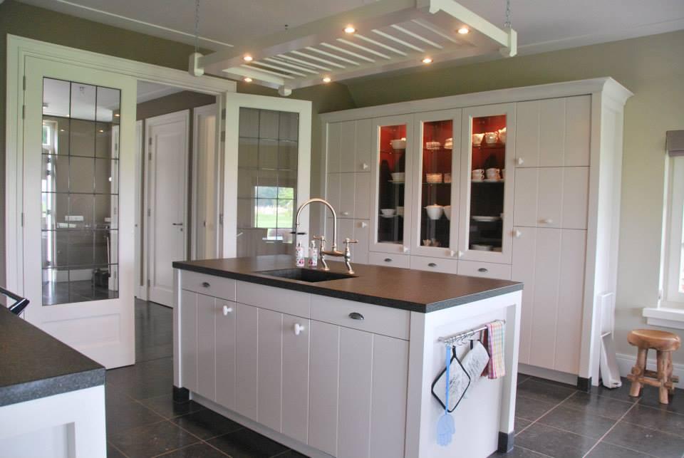 Landelijke keukens keukenhof for Keuken landelijk maken