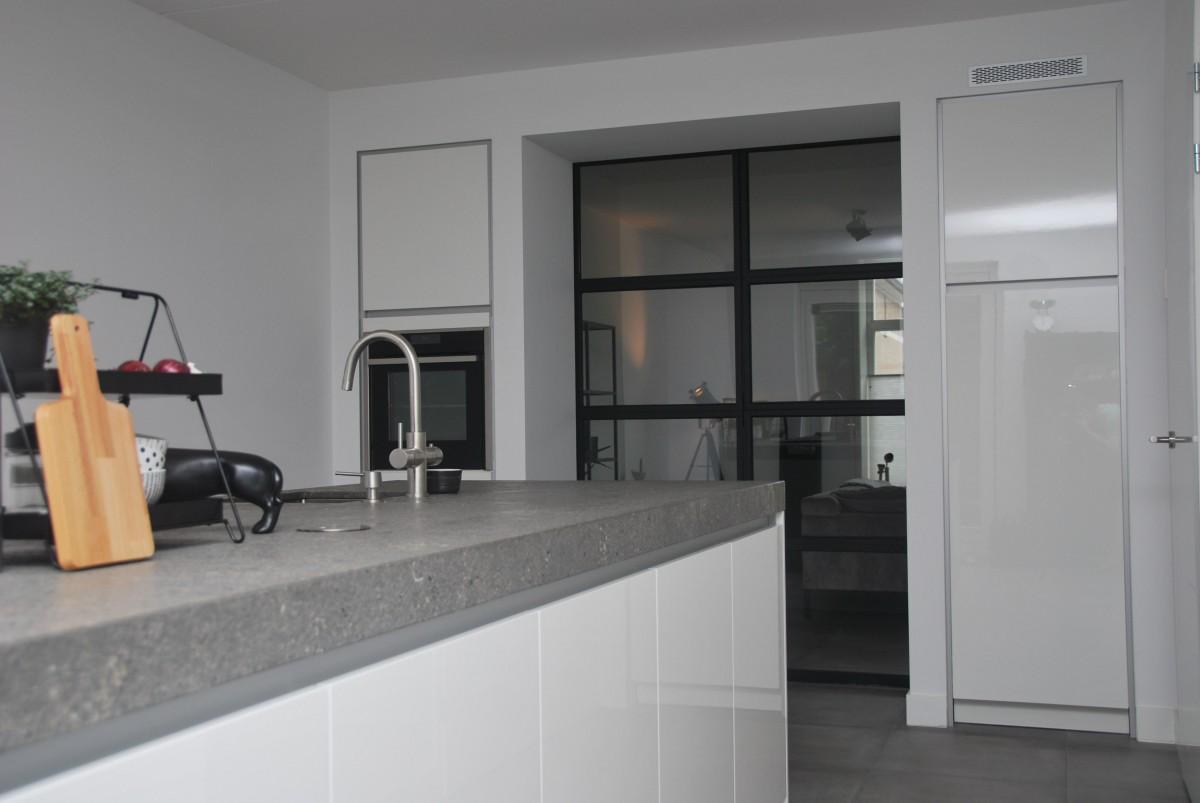 Keuken Badkamer Apeldoorn : Moderne woonkeuken apeldoorn keukenhof