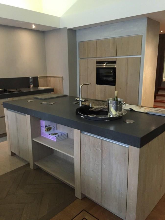 Keuken badkamer rijssen paul roescher keuken bad vloer haard in rijssen de telefoongids for Modern keukenhout