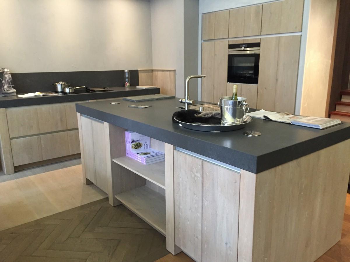 Moderne greeploze houten keuken : Delden : Keukenhof