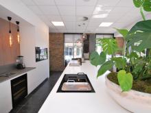 keukenhof-van-holten-twente-moderne-greeploze-woonkeuken-leefkeuken-corian-4.JPG