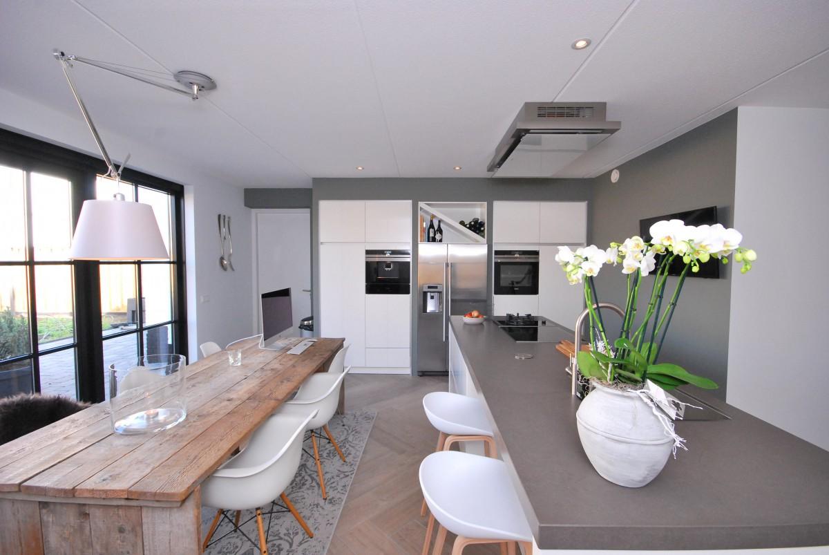 Handgeschilderde woonkeuken borne keukenhof for Modern keukenhout