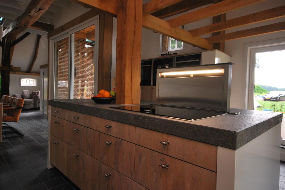 Woonkeuken massief eiken rijssen keukenhof for Modern keukenhout
