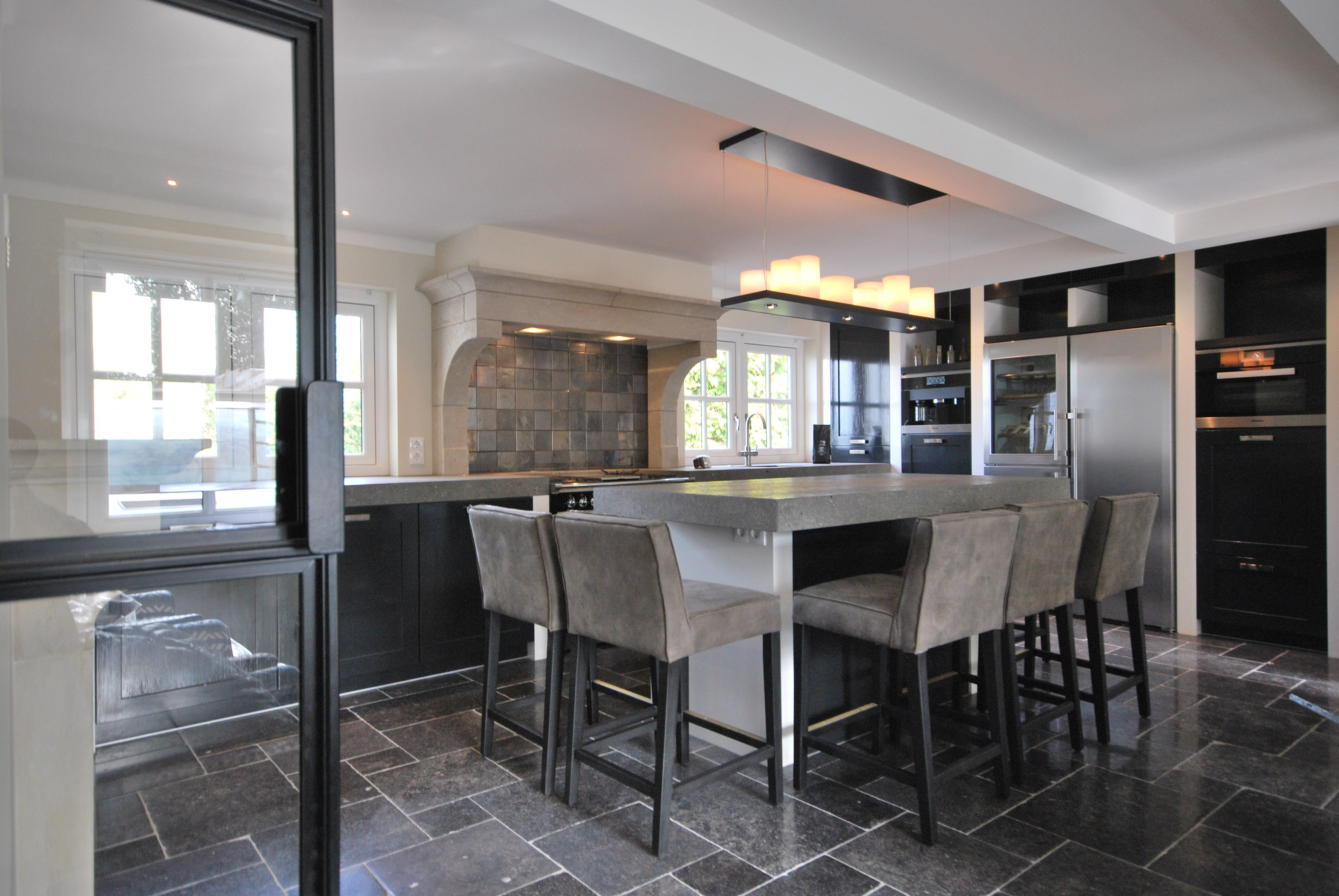Roukens keukens keukenarchitectuur for Modern keukenhout