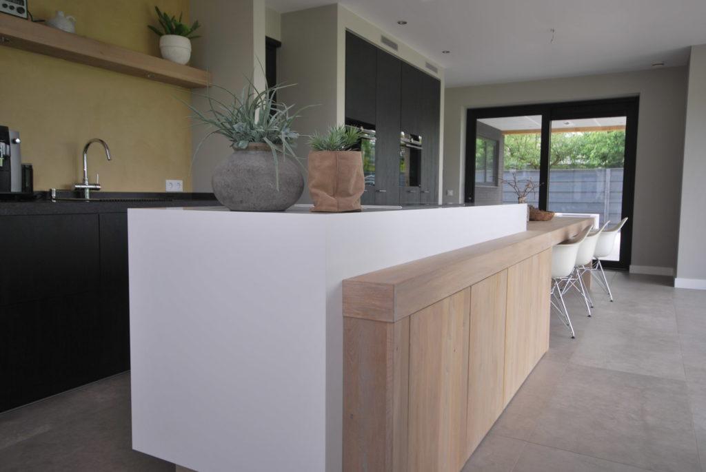 Stretto meubel voorzien van inductie kookplaat en brede ladekasten