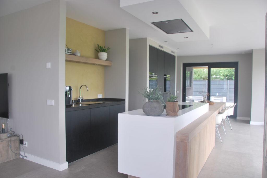 Moderne Stretto meubel woonkeuken met ingebouwde inductie kookplaat