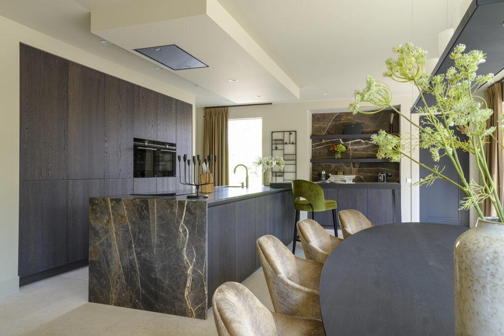 Keuken inspiratie voor moderne woonkeuken met marmer keukenblad