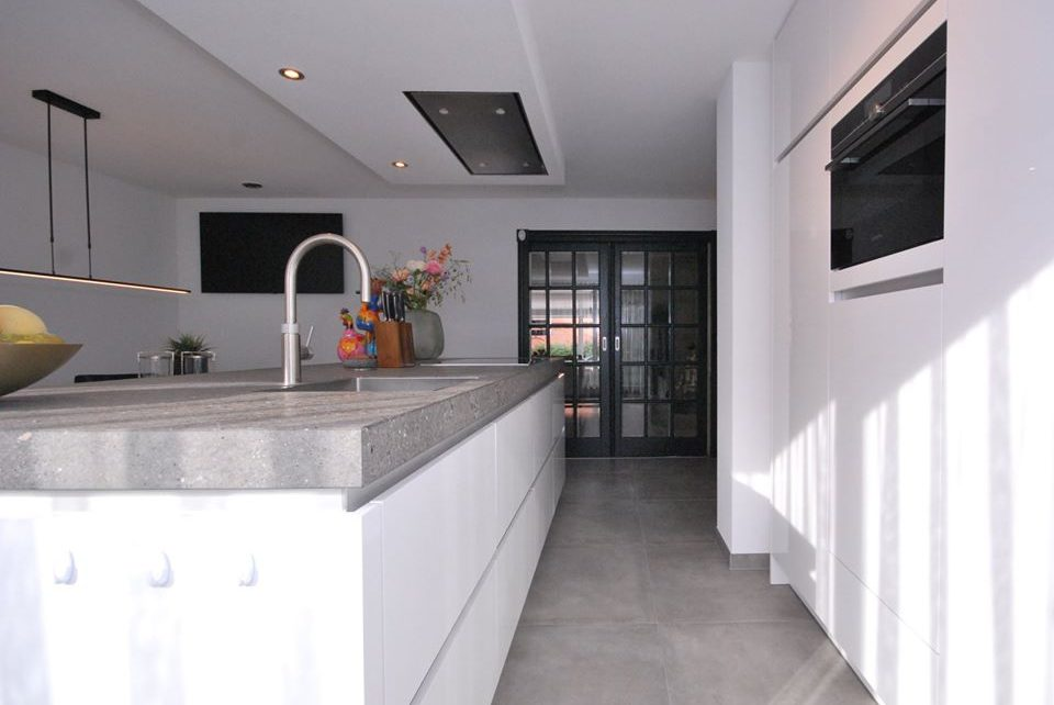 Moderne hoogglans keuken Almelo