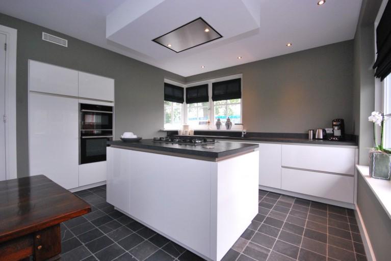 Moderne Hoogglans Keuken : Moderne hoogglans keuken markelo keukenhof